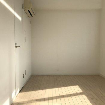 白基調で広く見えますね。※写真は5階の同間取り別部屋のものです