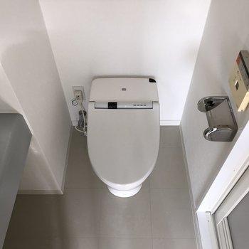 トイレはウォッシュレット付き※写真は5階の同間取り別部屋のものです