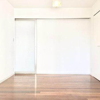 洋室②】お隣の洋室へ。ここは寝室かな〜