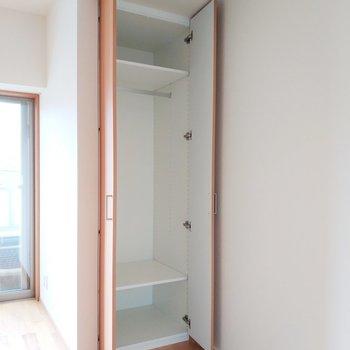 【6.4帖】収納は日用品をどうぞ※写真は3階の反転間取り別部屋のものです
