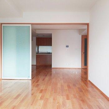 【6.4帖】開放感がすごい!※写真は3階の反転間取り別部屋のものです