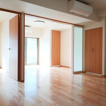 【リビング】自然光と寄り添って暮らす※写真は3階の反転間取り別部屋のものです