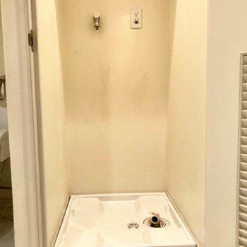 洗濯機置場は扉がついているので隠せますよ◎※写真は3階の反転間取り別部屋のものです