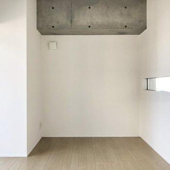 この空間が寝室になりそう※写真は6階の反転間取り別部屋のものです