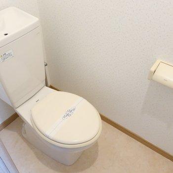 トイレはシンプル。※写真は5階の同間取り別部屋のものです