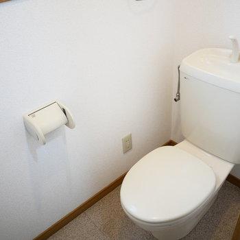 トイレは窓があって日中は明るいです!