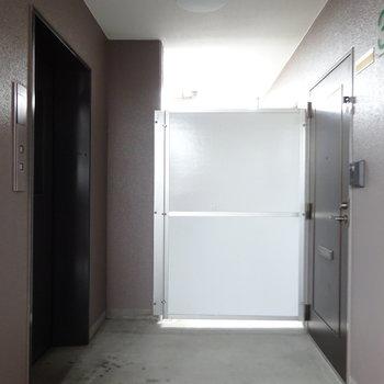 お部屋はエレベーターの目の前。