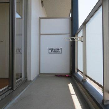 バルコニーも十分な広さ。(※写真は7階の反転間取り別部屋のものです)
