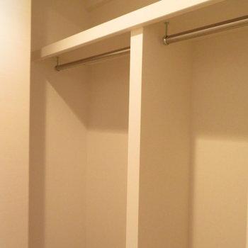 収納もすっきりと※写真は13階の反転間取り別部屋のものです。