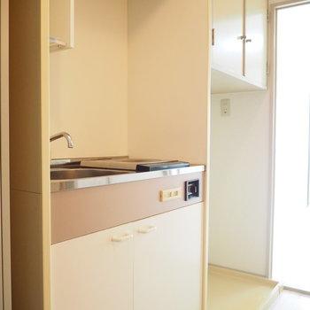 キッチンの隣には洗濯機置場があります
