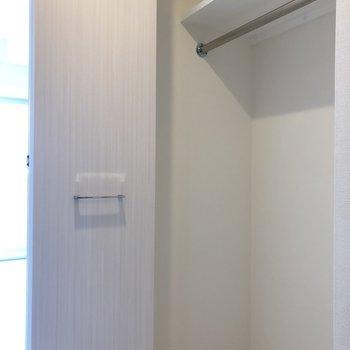 クローゼットには1シーズンくらい入るでしょうか。※写真は5階の同間取り別部屋のものです