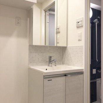 朝の準備に嬉しい独立洗面台。※写真は5階の同間取り別部屋のものです
