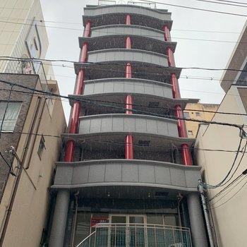 一階にはパーキングがあるマンションです。