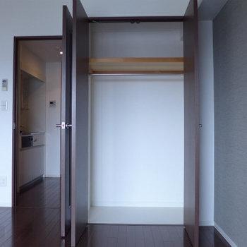 収納スペース広々!※写真は12階の反転間取り別部屋のものです