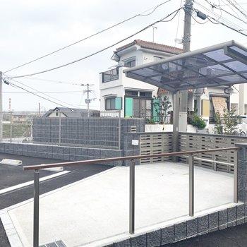 駐輪場は屋根付きです○