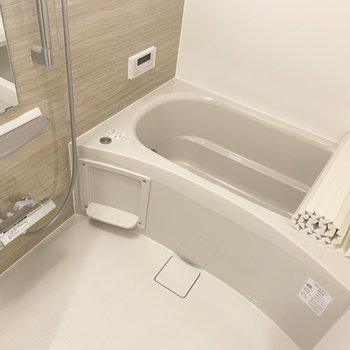 バスルームはゆったりと。