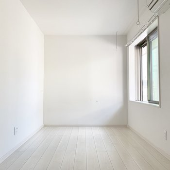 真っ白なお部屋です!※写真は通電前のものです