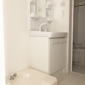 独立洗面台嬉しいですね〜※写真は通電前のものです