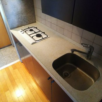 【下階】調理スペースもしっかり確保できるキッチンです。