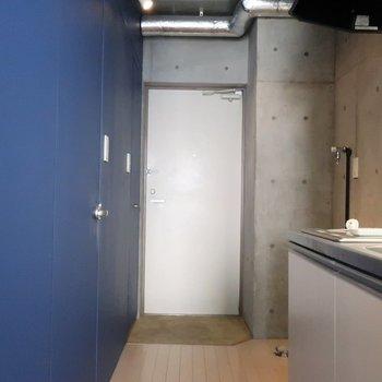 以上、お部屋のご案内でした※写真は4階の反転間取り別部屋のものです