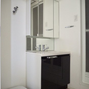 ちょうどいいサイズの洗面台※写真は通電前のものです
