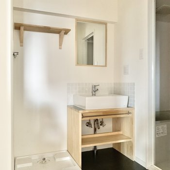 デザインにこだわりを感じる洗面台。