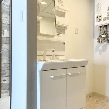 洗面台はシンプルタイプ