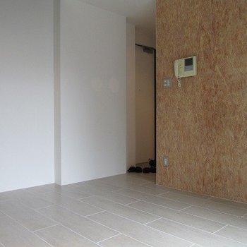 ナチュナルな家具が合いそう。※写真は2階の同間取り別部屋のものです
