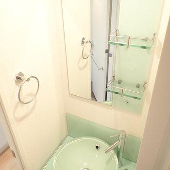 洗面台はクリアな素材たちが使われていました。