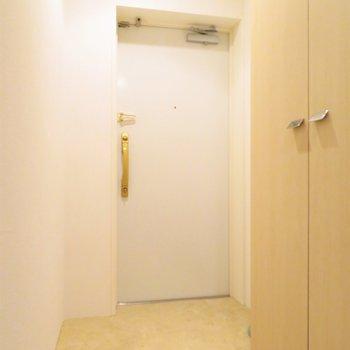 玄関はフラットなのでマットを置いて自分で決めちゃいましょう