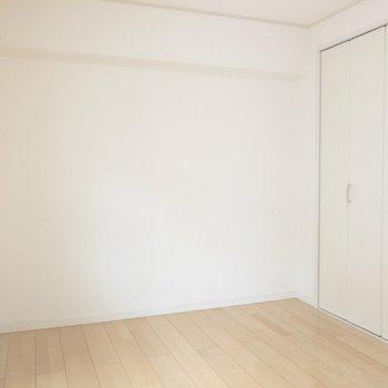 【洋室】壁沿いにベッドを置こうかな※写真は前回募集時のものです