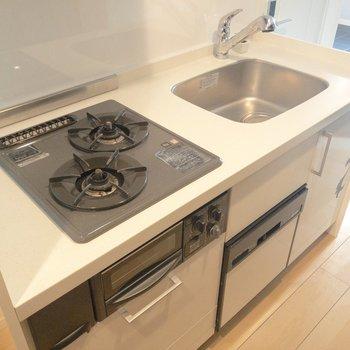 【LDK】キッチンにはグリルが付いてて嬉しい※写真は前回募集時のものです