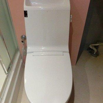 温水洗浄便座のすっきりデザイン※写真は1階の同間取り別部屋のものです