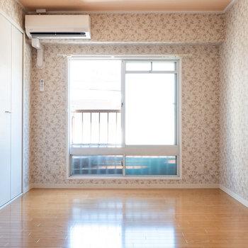 もうひとつの洋室。