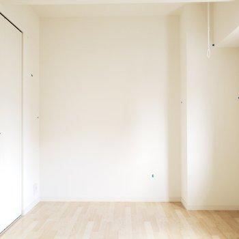 もう1つの洋室は寝室として使おうかな〜♪(※写真は2階の同間取り別部屋、清掃前のものです。)