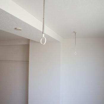 こちらで部屋干しを。※写真は通電前のものです