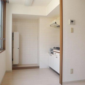 キッチンは広々空間※写真は通電前のものです
