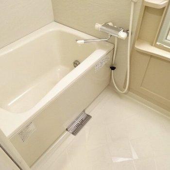 お風呂は追焚つきなのです。(※写真は6階の同間取り別部屋のものです)