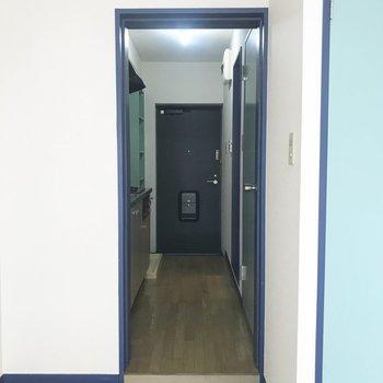 廊下と居室の間に扉はありません