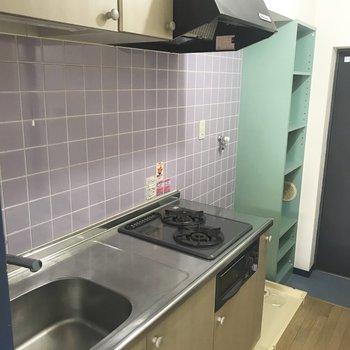 下には調理器具や食品、上には食器なんかを置いてみてはいかがでしょうか