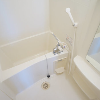 お風呂、独立してます!※写真は4階の同間取り別部屋のものです