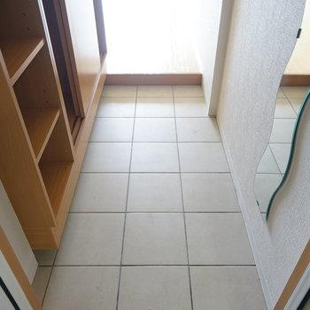 ゆったりした玄関◎※写真は4階の同間取り別部屋のものです