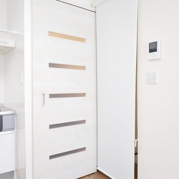 カーテンがあったり、玄関も仕切れたりします。※写真は3階の同間取り別部屋のものです