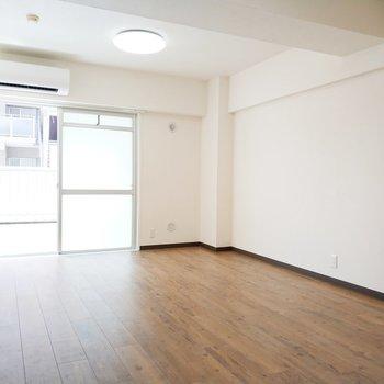 ソファもテーブルもなんでも入ります!※写真は3階の同間取り別部屋のものです