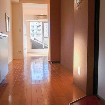 玄関側から撮影、下駄箱が無いので注意。 ※写真は4階の似た間取り別部屋のものです