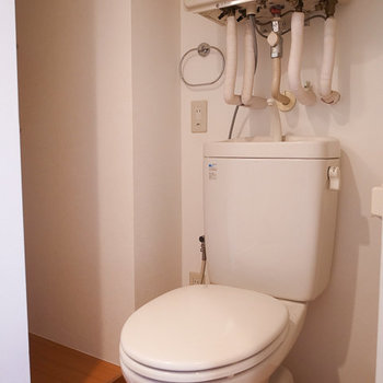 トイレ ※写真は4階の似た間取り別部屋のものです