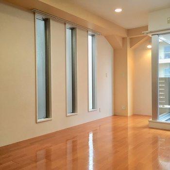 しかもチャッカリ2面採光※写真は3階の同間取り別部屋のものです