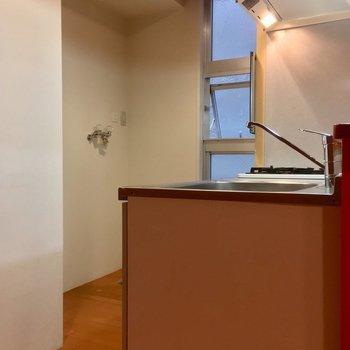 キッチンにも小窓!※写真は3階の同間取り別部屋のものです