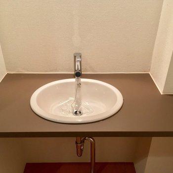 この洗面台、コロンとしていてかわいい〜※写真は3階の同間取り別部屋のものです