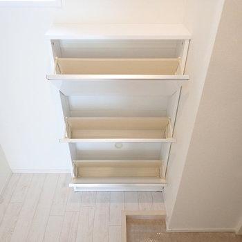 シューズボックスは空間を上手に使った設計。
